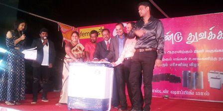 ராமநாதபுரம் எப்.எஸ்.எம்.ஷாப்பிங் மால் இரண்டாம் ஆண்டு துவக்க விழா: பரிசுமழையில் வாடிக்கையாளர்கள்