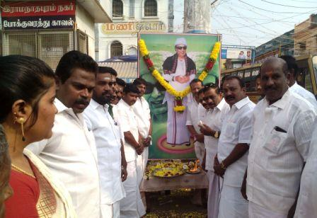 ராமநாதபுரத்தில் எம்.ஜி.ஆர். பிறந்தநாள் விழா :  அ.தி.மு.க.வினர் இனிப்பு வழங்கி கொண்டாட்டம்