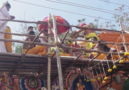 ராமநாதபுரம் களஞ்சியம்காத்த முனீஸ்வரர் கோயில் கும்பாபிஷேகம் : ஆயிரகணக்கானோர் தரிசனம்