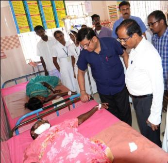 ராமநாதபுரம் அருகே வேன் கவிழ்ந்து 30 பேர் பலத்த காயம் : கலெக்டர் நடராஜன் ஆறுதல்