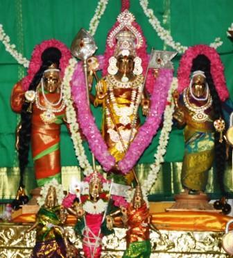 ராமநாதபுரம் வழிவிடு முருகன் கோயில் பங்குனி திருவிழா கொடி ஏற்றத்துடன் தொடங்கியது