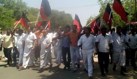 ராமநாதபுரத்தில் மறியலில் ஈடுபட்ட திமுக, எஸ்டிபிஐ, விசி, மமக ஆகிய கட்சியினர் 250 பேர் கைது