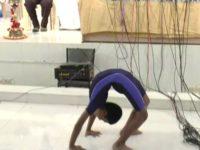 10 நிமிடங்களில் 50 வகை யோகா செய்து அசத்திய சிறுவன்