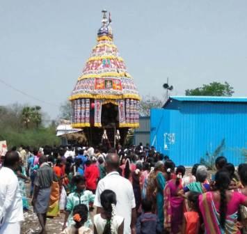 முருக்கன்குடி மாரியம்மன் கோயில் தேரோட்டம்; திரளான பக்தர்கள் கலந்து கொண்டனர்